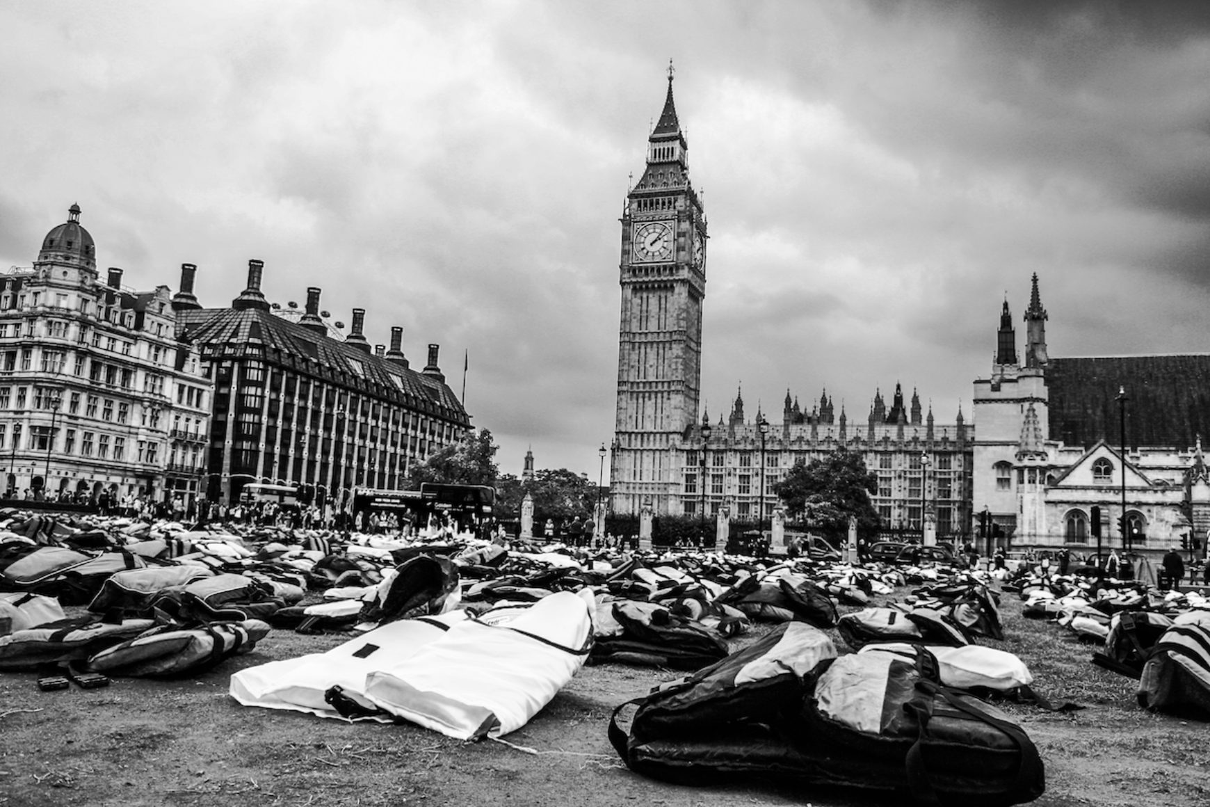 #lifejacketLondon – A stunning reminder of the plight of Refugees.