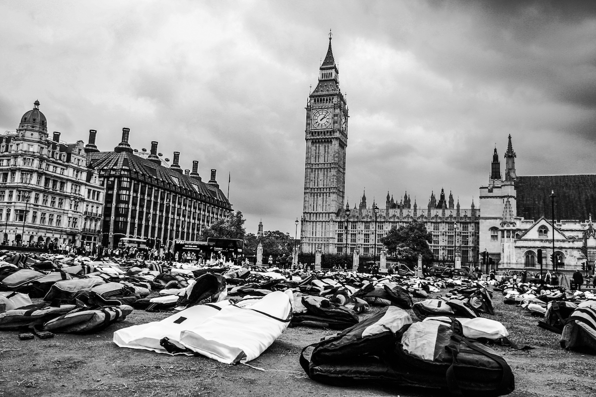 #lifejacketLondon – A stunning reminder of the plight of Refugees.